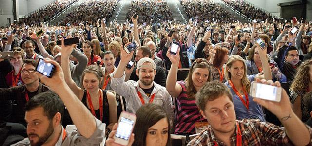 phone_crowd