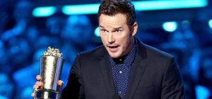 Chris Pratt preaches during awards acceptance